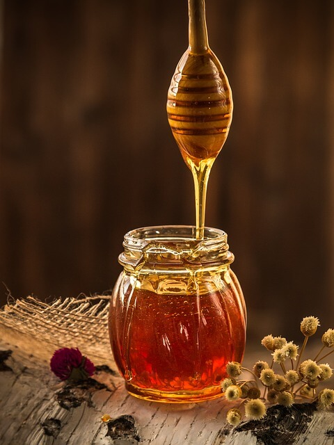 Manuka honey wound dressings
